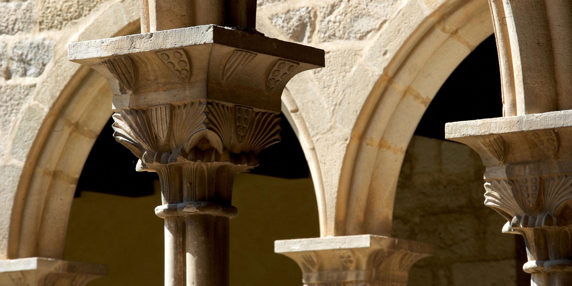 detall capitells claustre